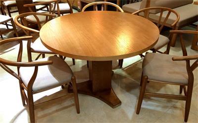 咖啡厅圆形桌子