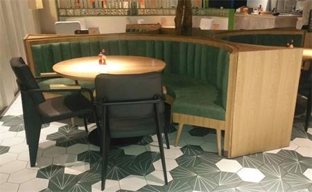 西餐厅桌子椅子