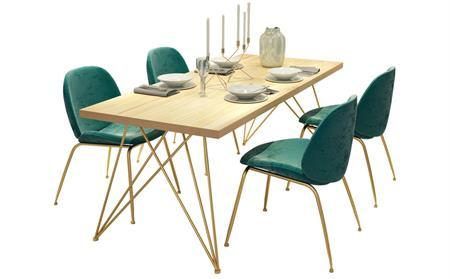 后现代西餐厅桌椅