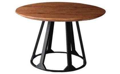 西餐厅桌子