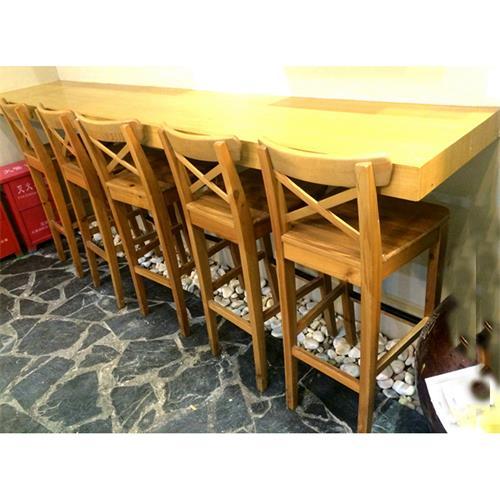 全实木吧台咖啡厅靠墙实木桌椅组合
