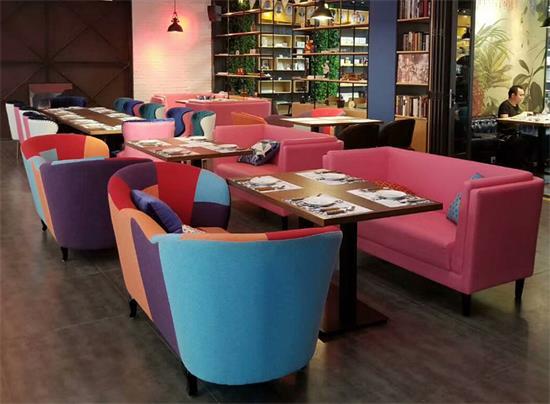 高档港式茶餐厅休闲桌椅_主题餐厅实木桌椅