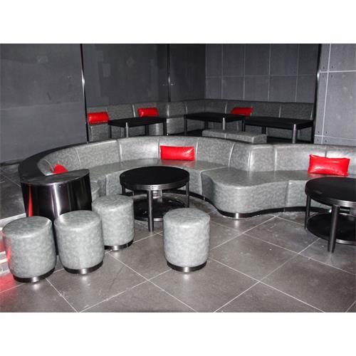 酒吧的桌子和椅子_酒吧软包凳子