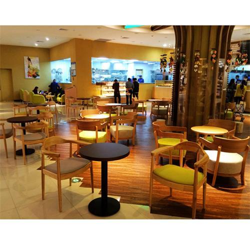 咖啡馆简约休闲两人位实木餐桌椅