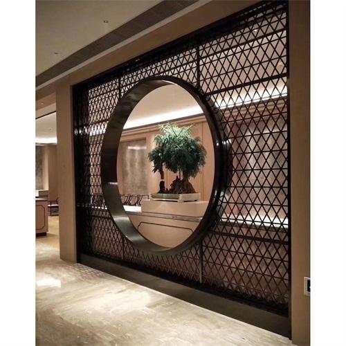 酒店餐厅现代简约黑钛金花格屏风_不锈钢屏风隔断定制